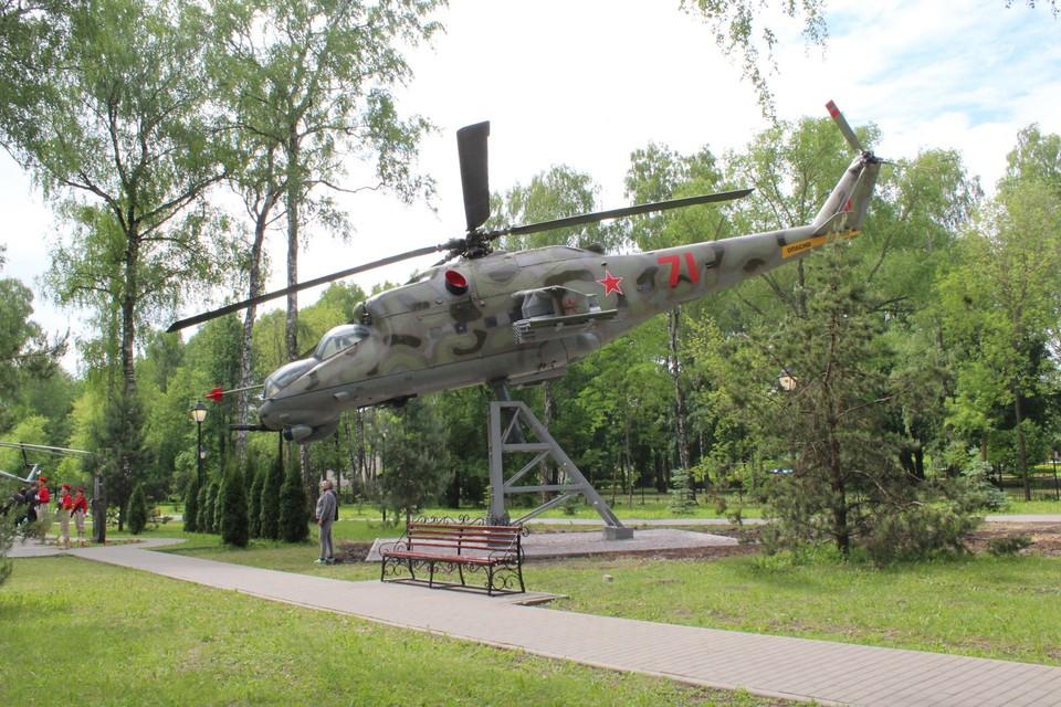 Два боевых вертолета установили Парке Памяти и Славы в Новомосковске