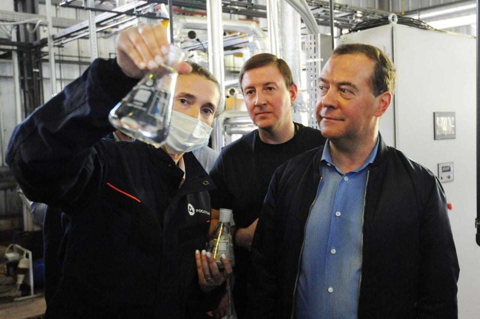 Дмитрий Медведев посетил комплекс современных очистных сооружений в Красном Бору. Фото: пресс-служба администрации Ленинградской области.