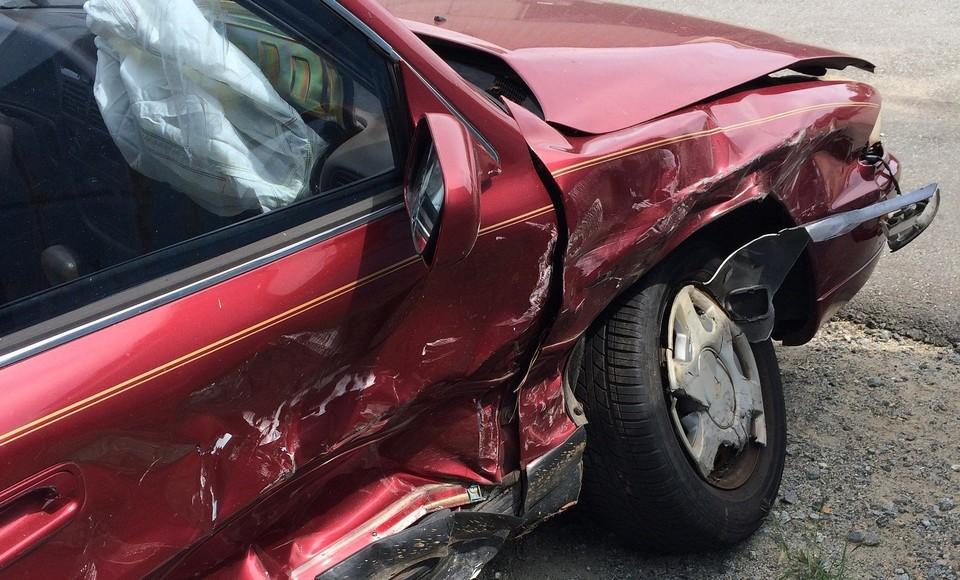 Пьяный водитель сбил троих человек, которые голосовали у дороги