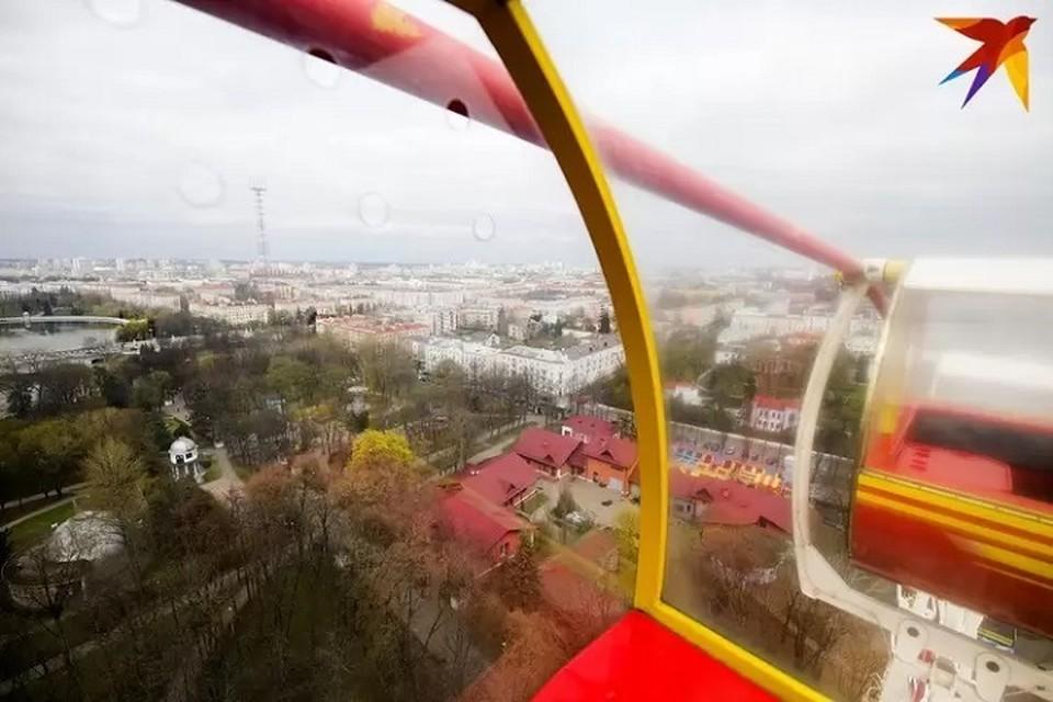 Колесо обозрения в Минске пришлось остановить до закрытия парка.