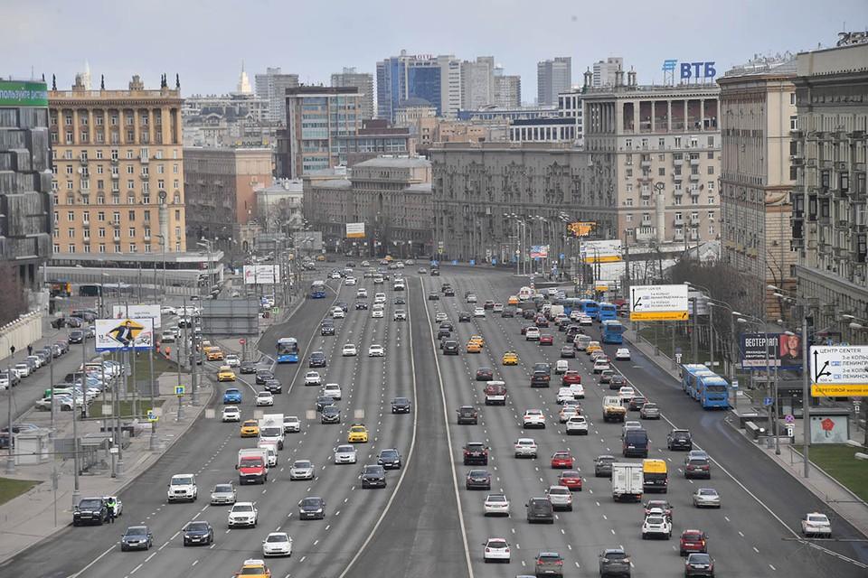 Днем 7 июня 2021 на Кутузовском проспекте разбирали массовую аварию.