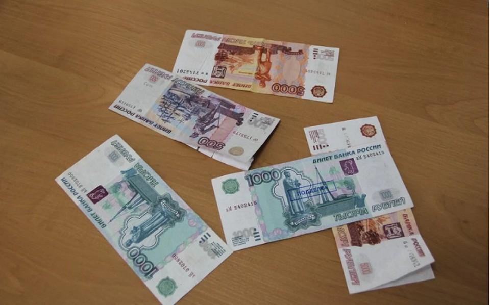 280 тысяч рублей оформила на себя девушка по просьбе подруги и отдала ей деньги.