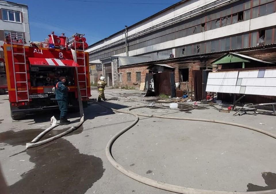 В Новосибирске из-за взрыва на производстве стекол погибла женщина. Фото: ГУ МЧС по НСО