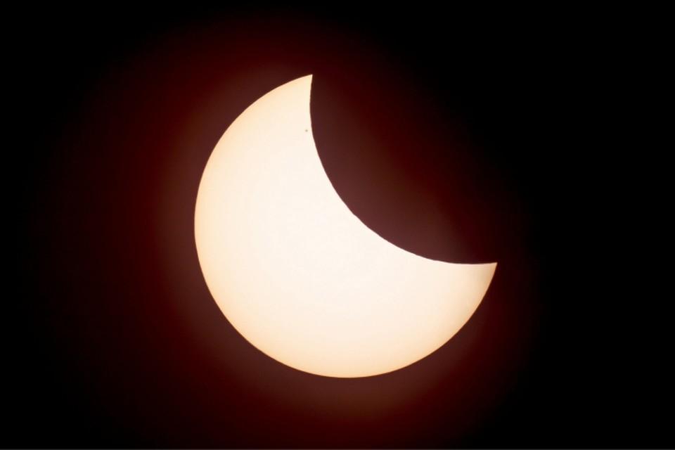 Неполное солнечное затмение можно будет увидеть в Кирове в течение двух часов.