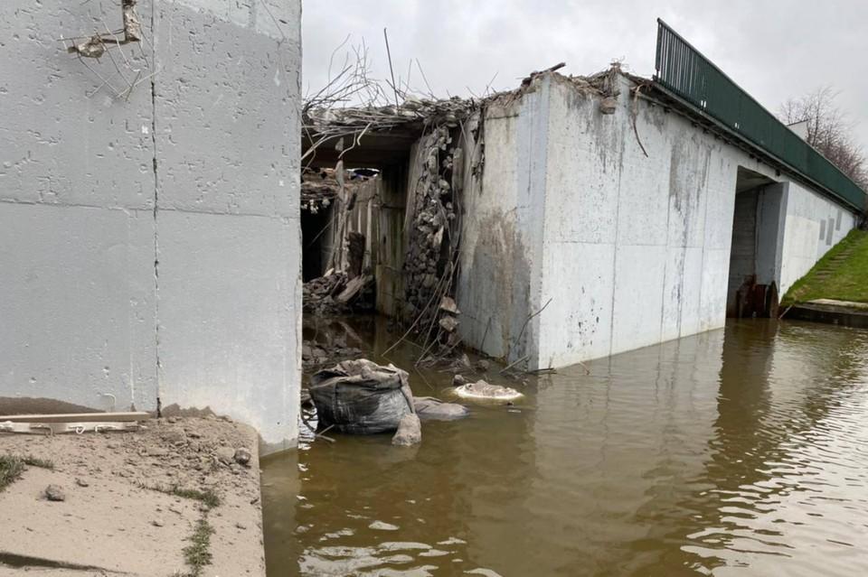 В Петербурге оштрафовали компанию, реконструирующую Лиговский путепровод, за загрязнение реки Дудергофки. Фото: Росприроднадзор по СЗФО