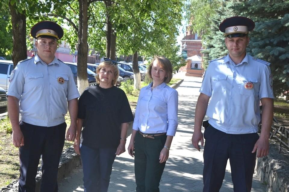 Инспекторы помогли быстро доставить женщину, которую укусила гадюка до больницы. Фото: ГУ МВД по Пермскому краю.