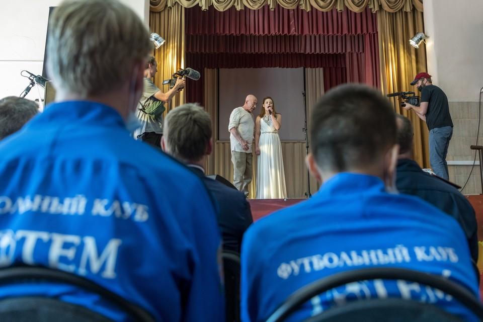 Александр Розенбаум выступил перед осужденными. Фото: fctotem.ru