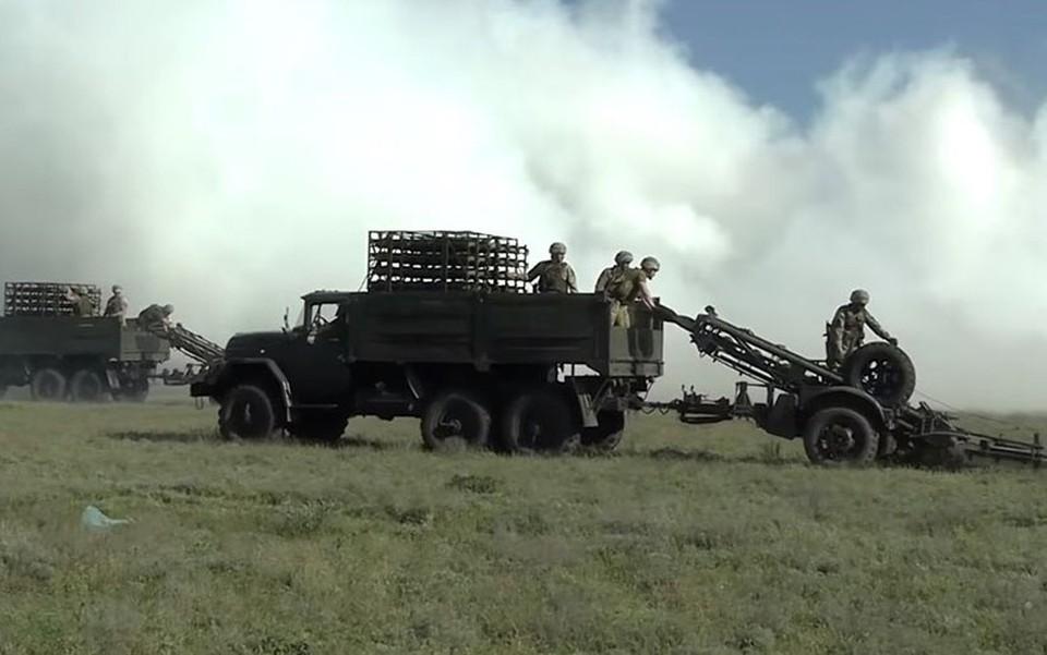 Украина продолжает практику проведения военных учений рядом с российской границей. Фото: командование объединенных сил ВС Украины / Facebook.