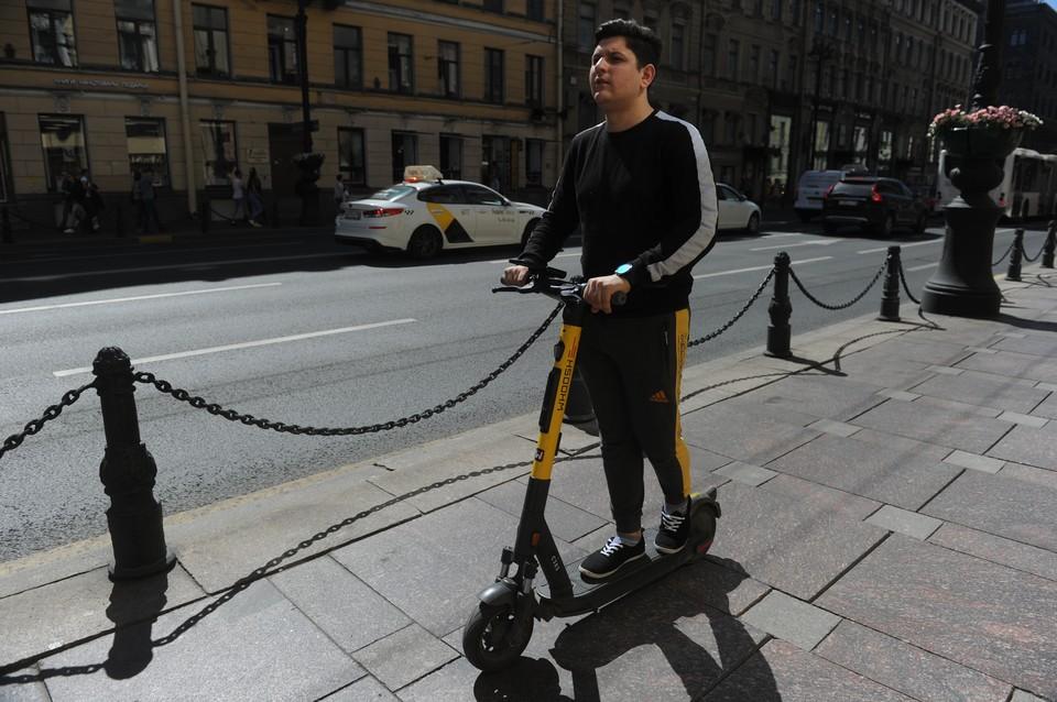 В Петербурге продолжают расследовать дело электросамокатчиков.