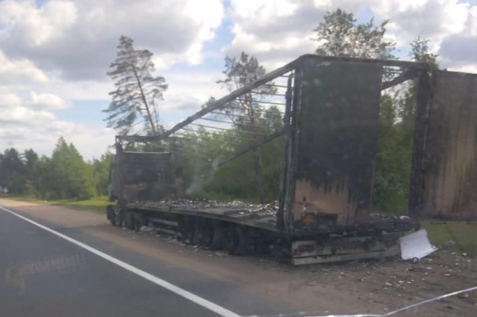 Машина сгорела полностью Фото: Евгений Трофимов