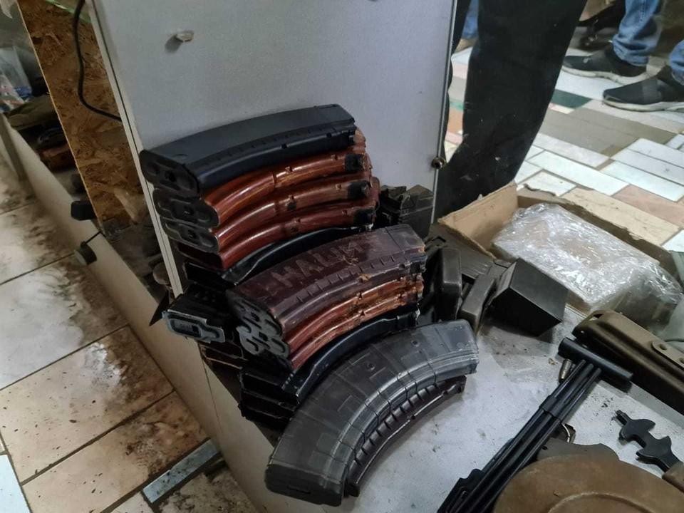 При обыске у тольяттинца изъяли целый арсенал оружия. Фото - пресс-служба Самарской таможни