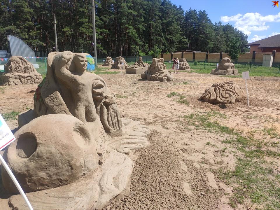 Под Энгельсом открылась выставка песочных скульптур