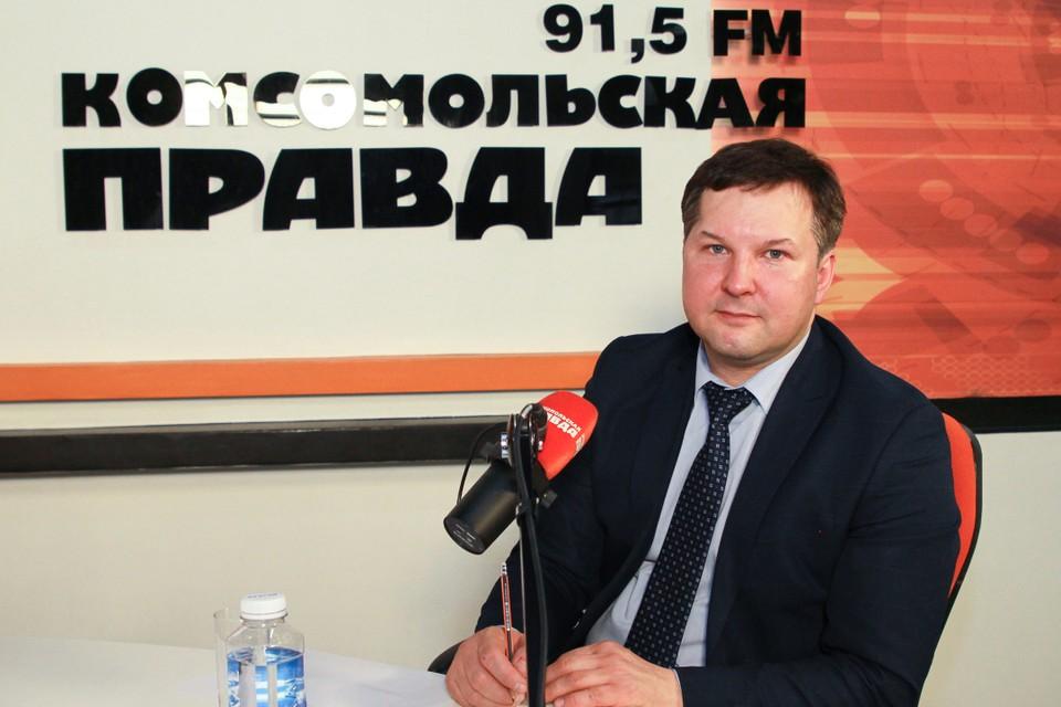 Глава минздрава Иркутской области Яков Сандаков поздравил с днем рождения девочку, которую спас на борту самолета