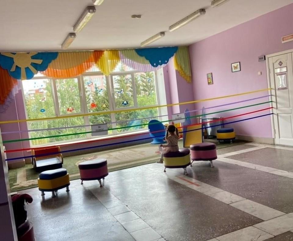 Детский уголок в больнице и правда выглядит привлекательно, но зайти туда нельзя.