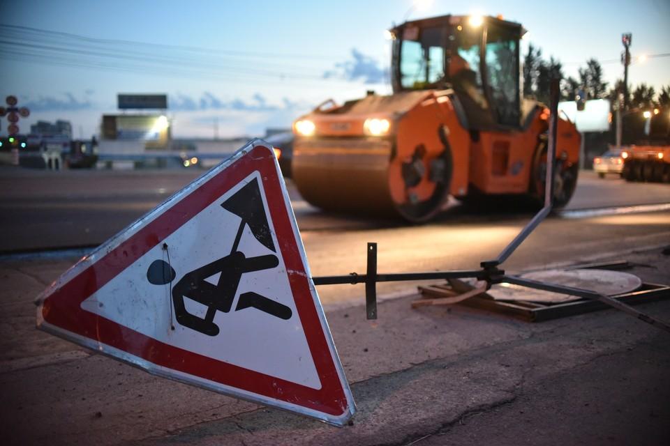 В Омске начались работы по замене деформационных швов на Ленинградском мосту.