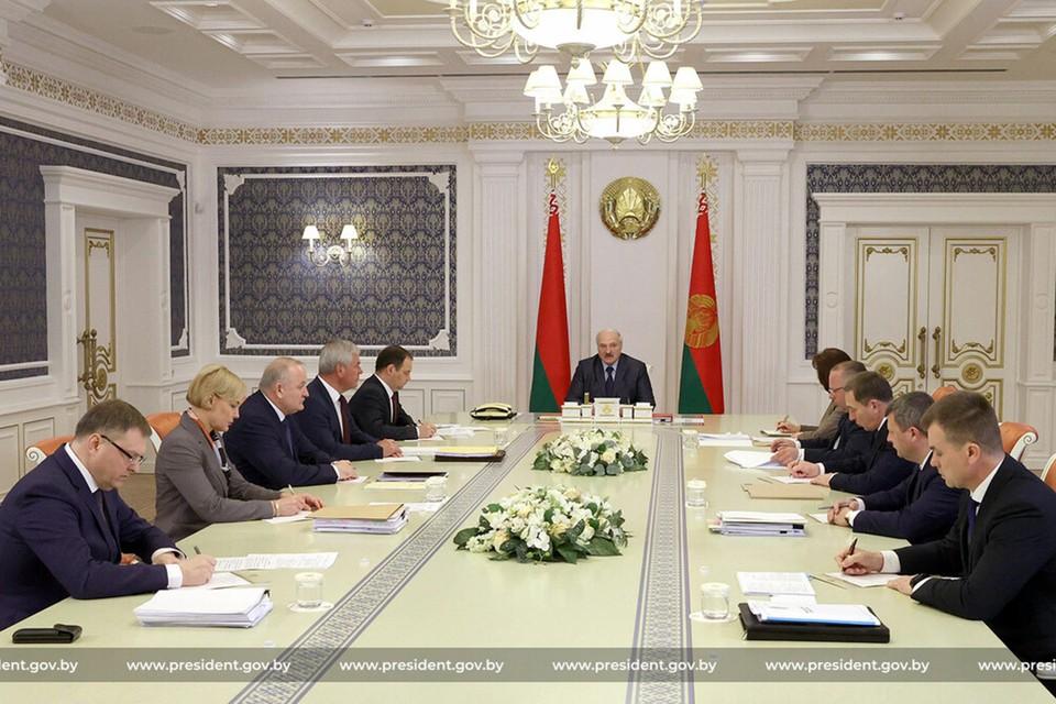 Лукашенко поручил верхней палате парламента проводить финальную экспертную оценку законодательных актов. Фото: president.gov.by