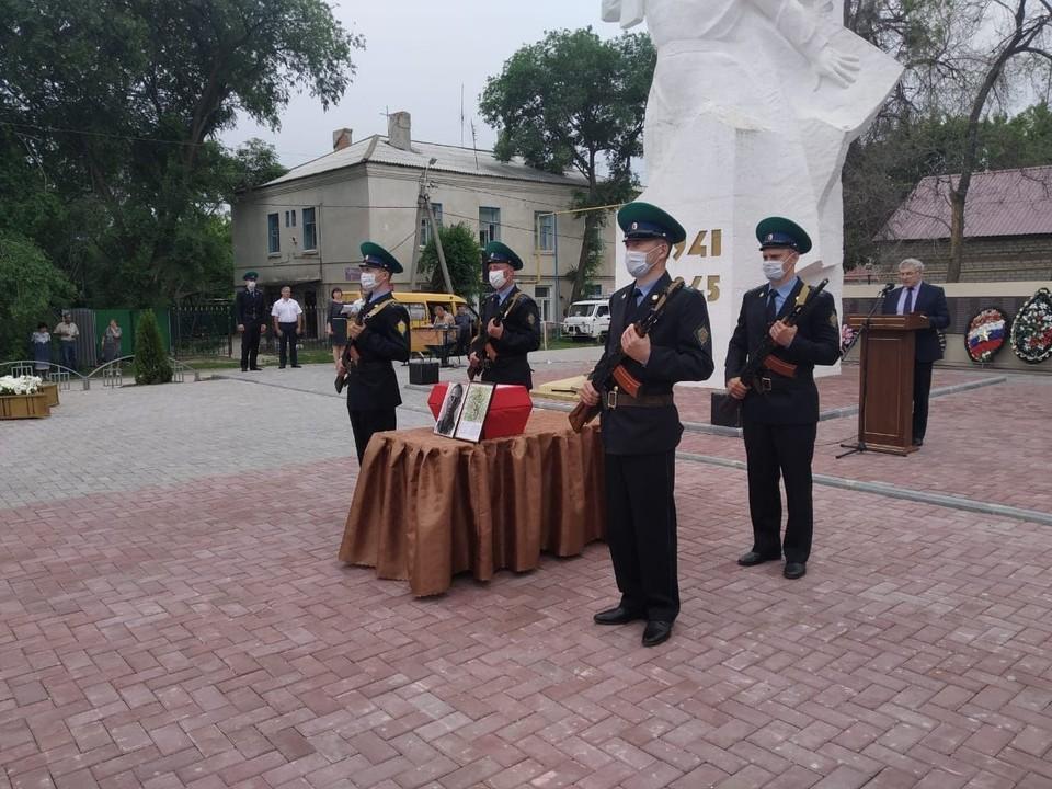 В Дергачах прошла церемония перезахоронения останков героя ВОВ