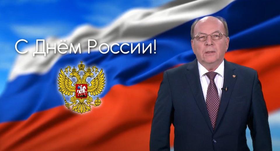 О. Васнецов поздравил россиян, живущих в Молдове, с Днем России. Фото: скриншот видео