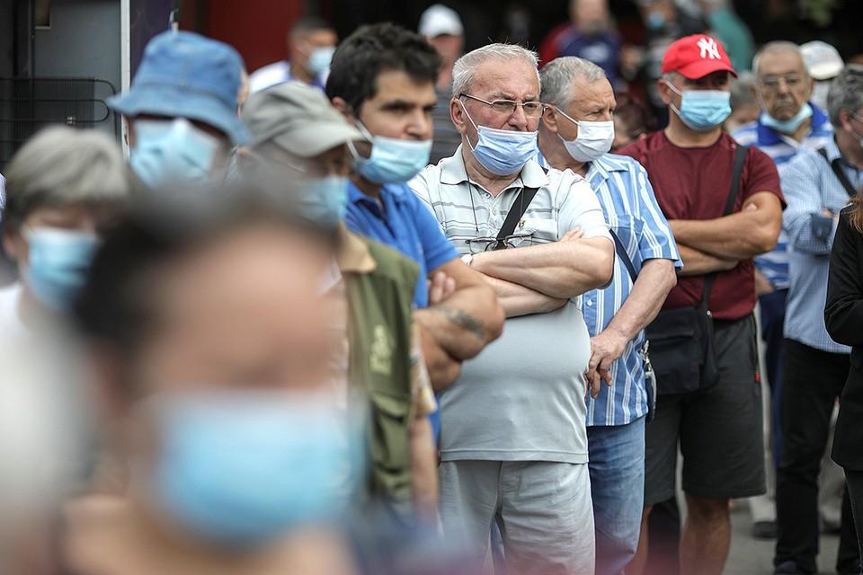 Очередь у пункта вакцинации в Бухаресте, Румыния.