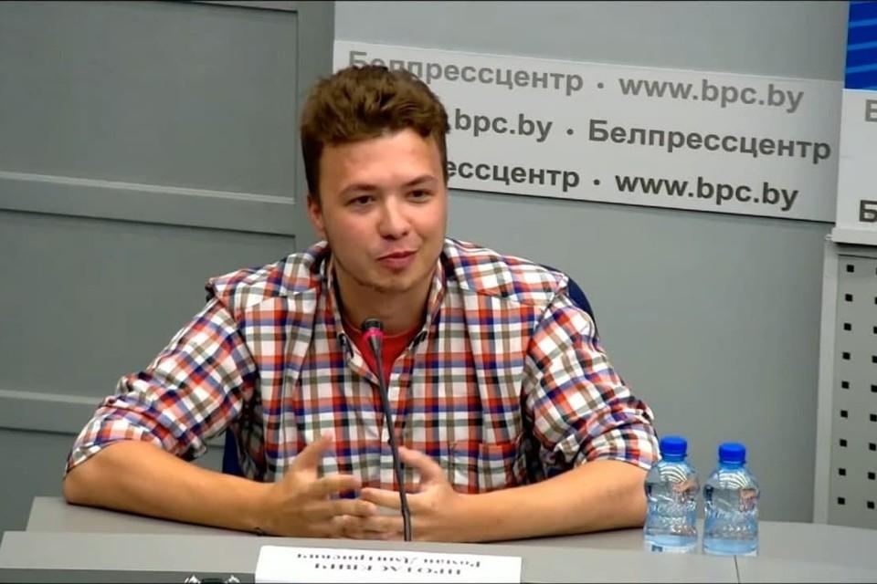 Роман Протасевич обратился к родителям и попросил их не переживать. Фото: скриншот трансляции