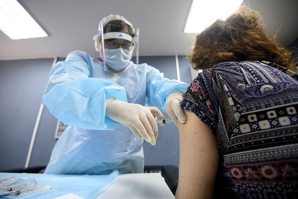 Почему россияне больше боятся прививок от ковида, чем самой заразы