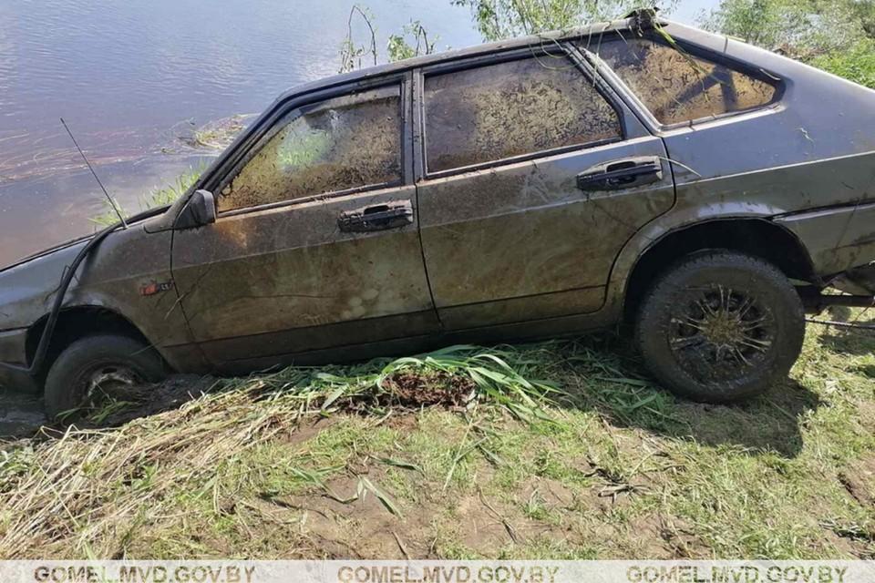 Пропавшего мужчину нашли через три недели утонувшем в собственной машине. Фото: УВД.