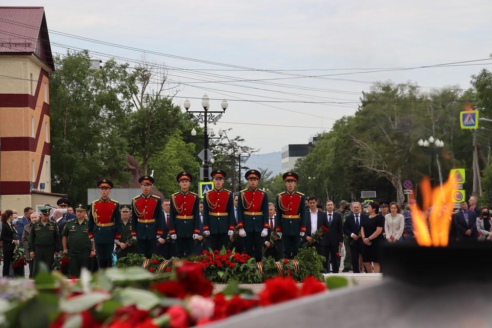 На площади Славы 22 июня состоялось возложение цветов к Вечному огню