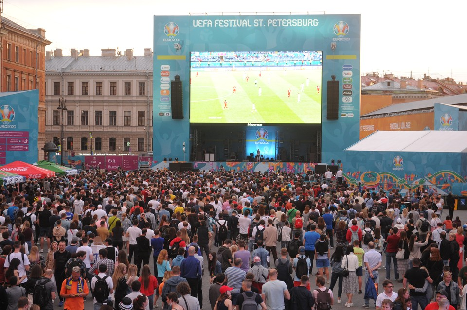 На Дворцовой, как и на Конюшенной, посмотреть футбол смогут до трех тысяч человек.