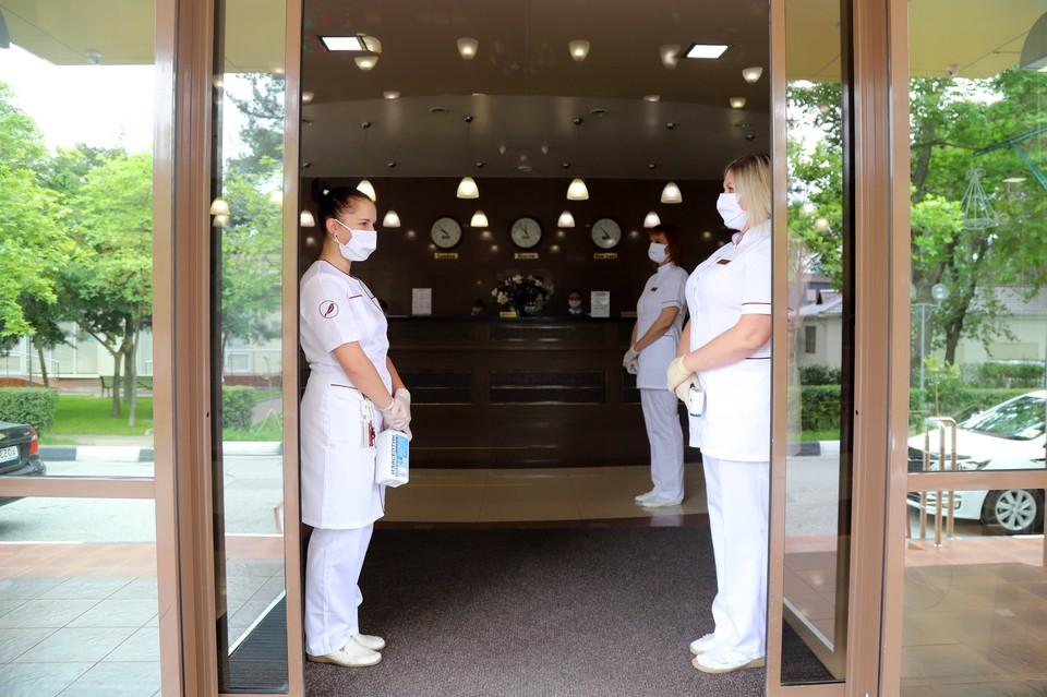 В гостиницах Краснодарского края туристов ждут не только с масками и санитайзерами, но и с сертификатами о вакцинации