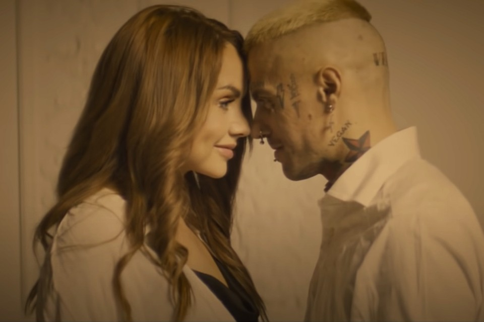 Одной из последних работ Вадима стал клип на песню МакSим «Спасибо». Сейчас певица тоже борется за жизнь в реанимации. Фото: кадр видео.