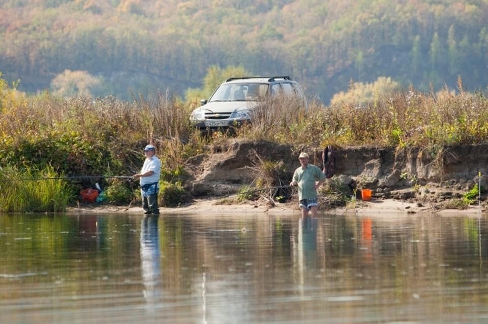 Заядлый рыбак рассказал, куда можно поехать с удочкой на выходные