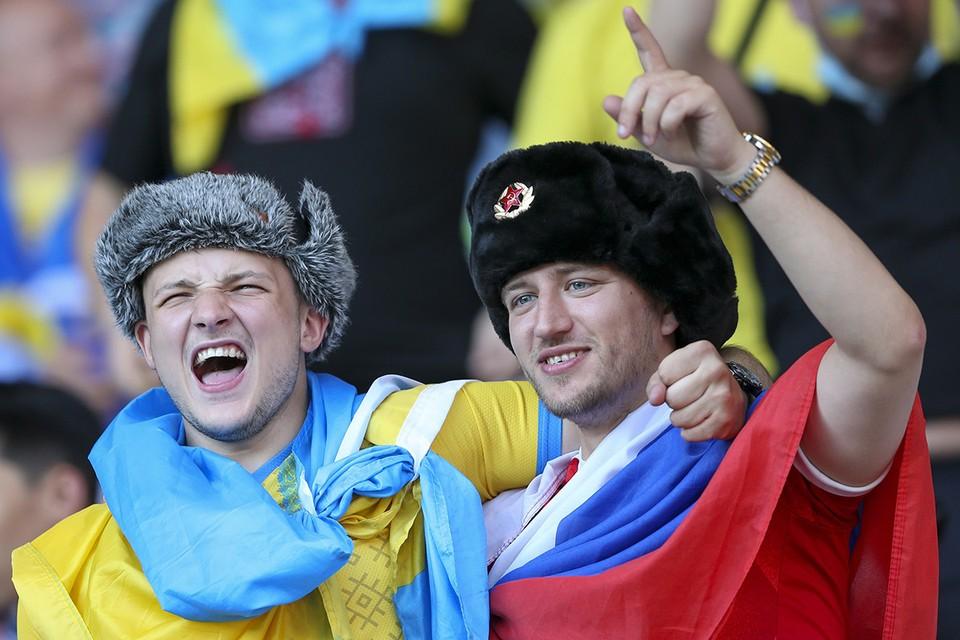 Футбольные болельщики на матче чемпионата Европы с участием сборной Украины.