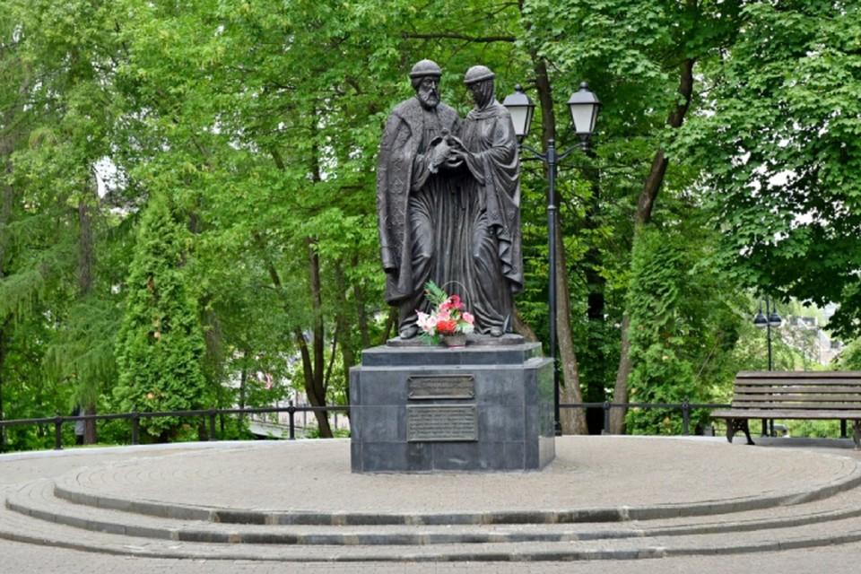 8 июля отмечается День семьи, любви и верности, приуроченный ко дню памяти святых Петра и Февронии. Фото: admkirov.ru