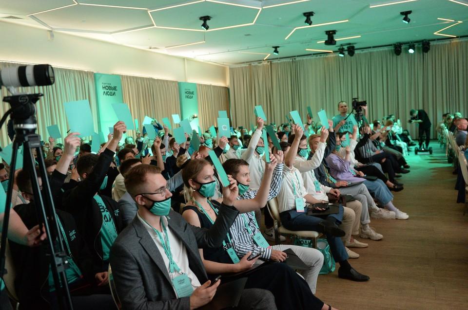 Утвержденных съездом кандидатов отличает молодость: средний возраст претендента на депутатский мандат – от 32 до 35 лет