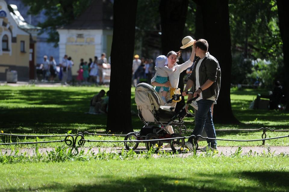 Губернатор Петербурга поздравил горожан с Днем семьи, любви и верности