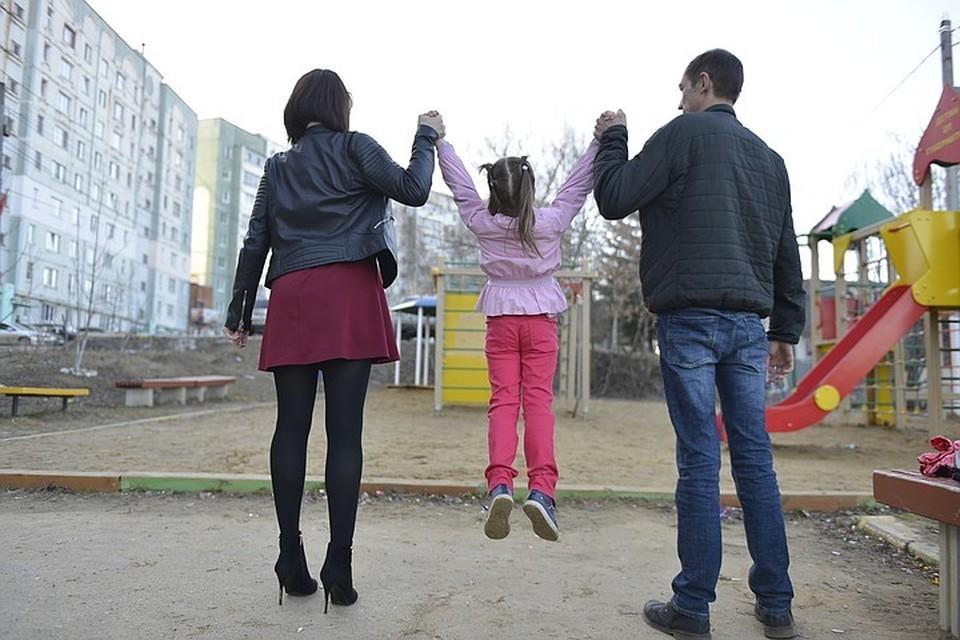 Семьям помогут специалисты в самых разных областях: социальные педагоги, воспитатели, учителя-дефектологи и педагоги-психологи