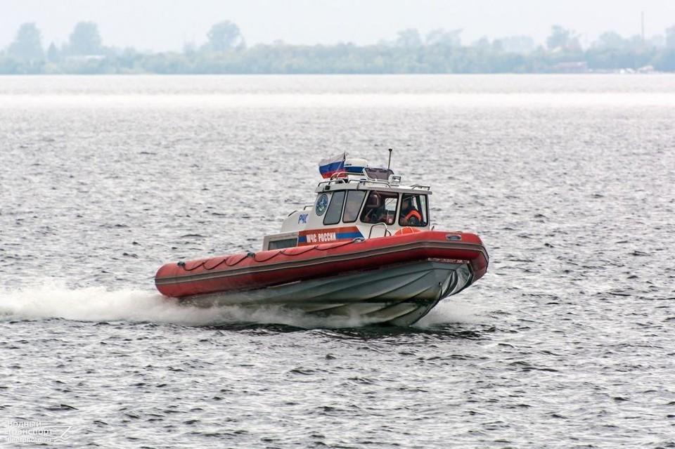 Спасли троих нижегородцев, которые пытались переплыть Волгу в Нижнем Новгороде Фото:пресс-служба ГУ МЧС по Нижегородской области