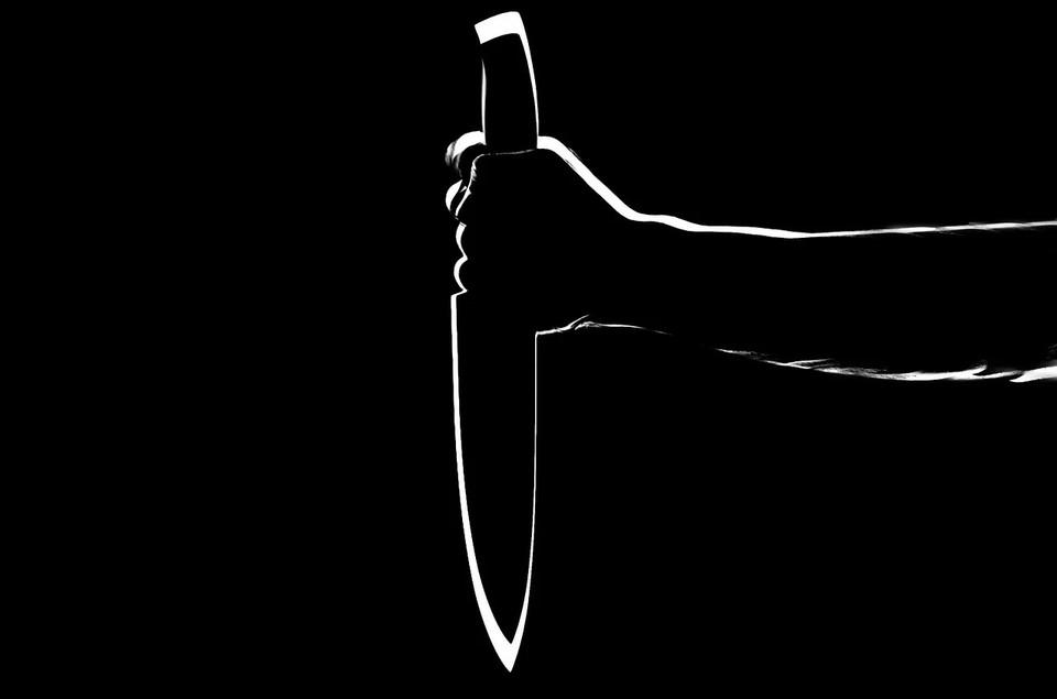 Астраханец из-за денег 40 раз ударил друга ножом