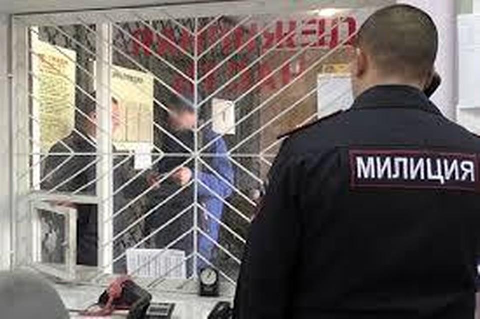 В семейном конфликте разбираются сотрудники милиции (Фото: МВД Приднестровья).