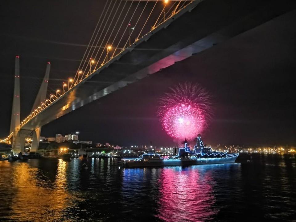 Второй год подряд парад кораблей на День ВМФ пройдет в бухте Золотой Рог.