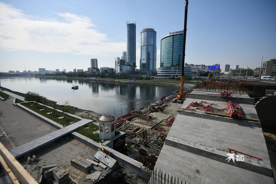 В 2022 году понижать уровень воды в пруду в Екатеринбурге пока не планируют.