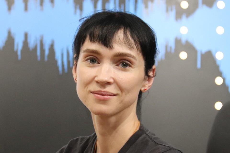 Олеся Новикова в 2002 году окончила Академию Русского балета им. А. Я. Вагановой. После учебы ее приняли в труппу Мариинского театра.