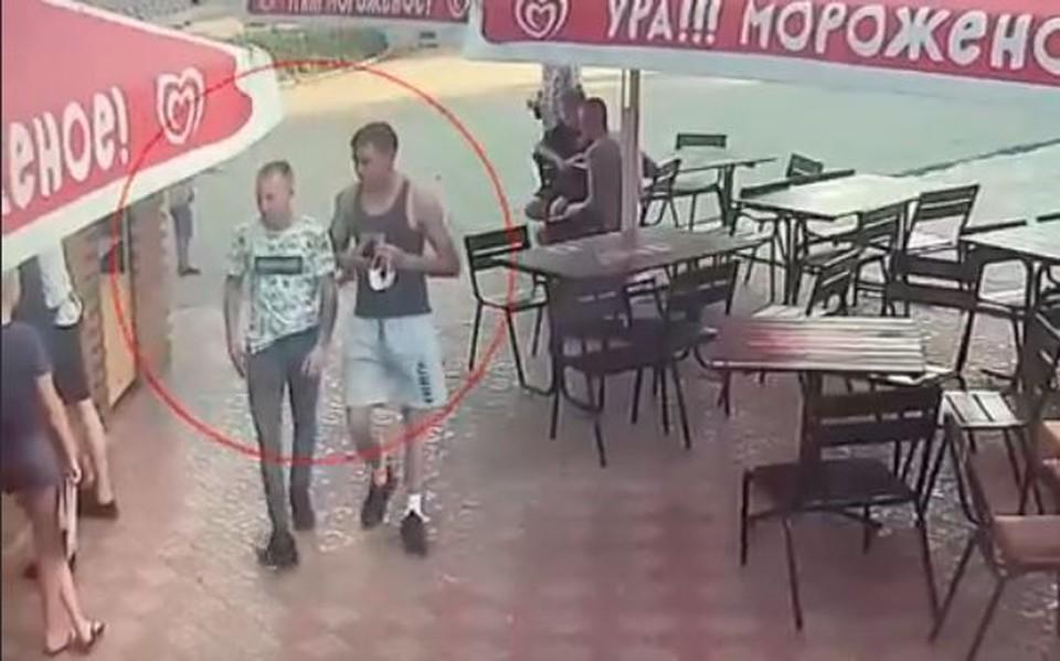 Два молодых человека потратили с чужой карты 24 тысячи рублей.