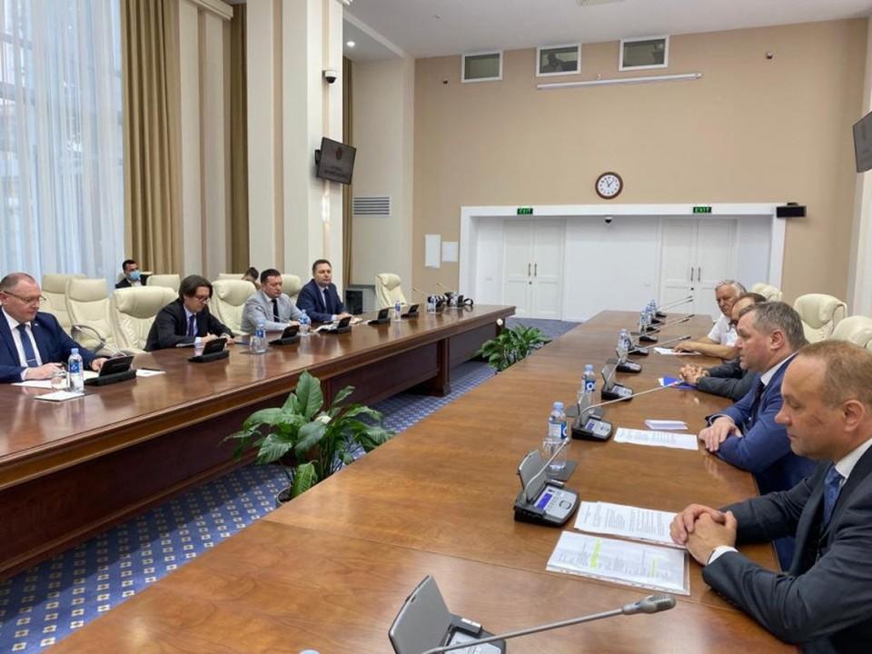 Миссия наблюдателей СНг встретилась с и.о. премьер-министра Молдовы Аурелиу Чокоем (Фото: iacis.ru)