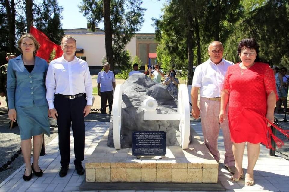 Депутат ГД от Крыма Константин Бахарев на открытии памятника. Фото: пресс-служба депутата.