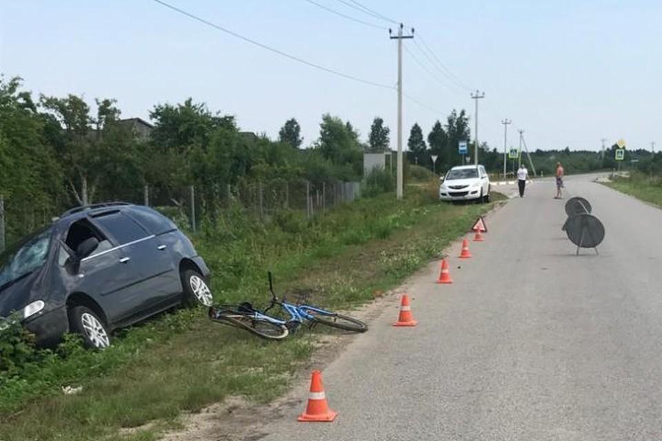 После столкновения автомобиль оказался в кювете.