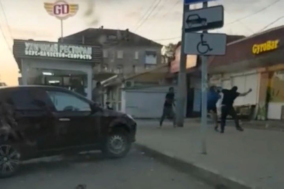 """Молодой человек никакого отношения к разборке ярославцев не имел. Фото:группа ВКонтакте """"Ярославль Live"""""""