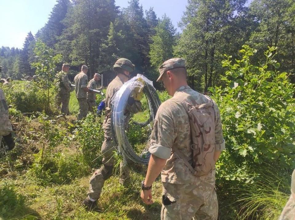 К охране литовско-белорусской границы подключили армию.