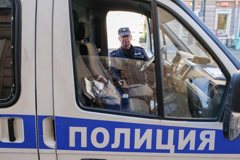 Два трупа нашли в квартире в Петербурге
