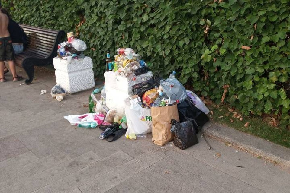 Петербуржцы возмутились горами мусора в парке 300-летия